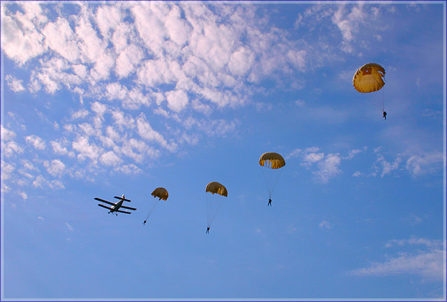 сожалению фото парашютистов вдв в небе что