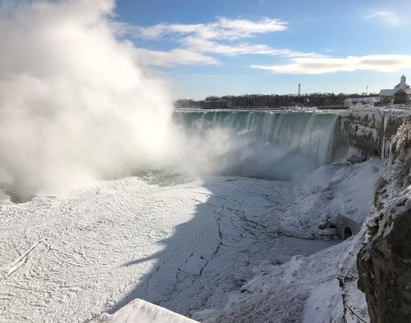 Из-за «ужасного холода» замерз Ниагарский водопад