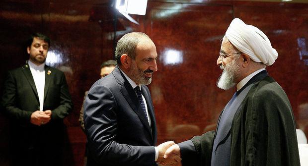 Oxu.az - Paşinyan İranda: Ruhani ilə görüşdü
