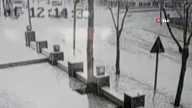 Ayağının altına ildırım düşən türk ölümdən döndü -VİDEO