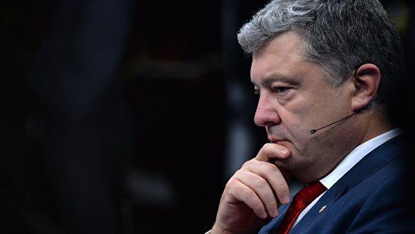 Ukrayna prezidenti Poroşenko sorğuya çəkilib