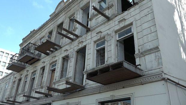 Bakıda 131 illik tarixi binanın sakinləri çıxılmaz vəziyyətdədir - VİDEO
