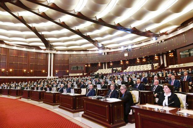 Parlament: İkisinə sədr seçildi, biri qaldı...
