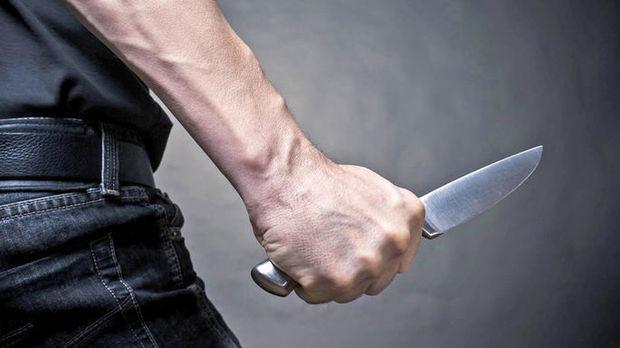 Bakıda kişi özünü bıçaqladı