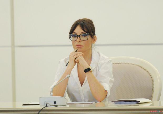 Mehriban Əliyeva soyqırımı qurbanlarını andı - FOTO