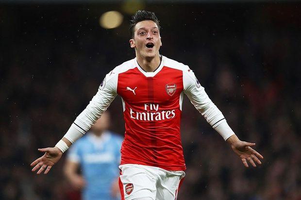 Mesut Özil ata oldu - FOTO