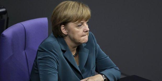 Kuryoz hadisə: Telefonu Merkelin üzünə bağladı