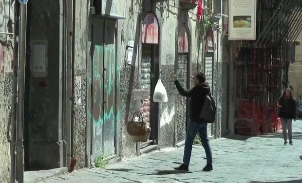 İtaliyada ehtiyacı olanlara yemək eyvandan verilir - VİDEO