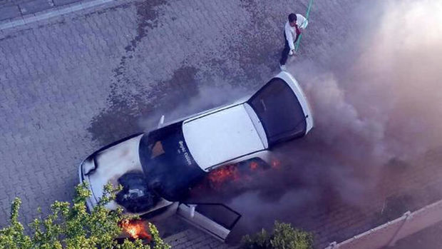 Açarı çevirməsi ilə avtomobili alovlara büründü - VİDEO