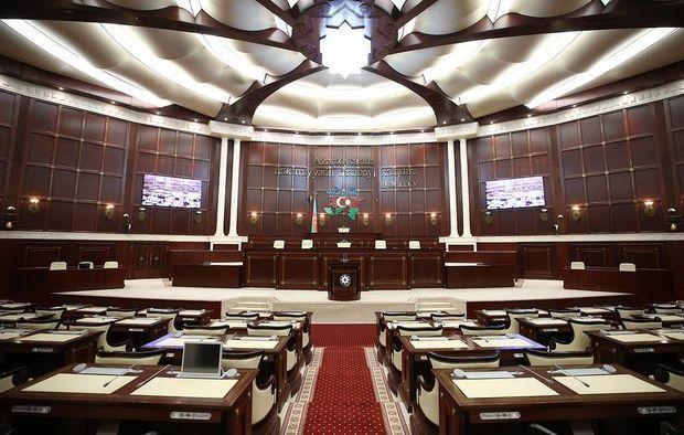 Parlamentin bu şöbəsinin müdiri vəzifəsindən azad edildi – Yeni təyinat old ...