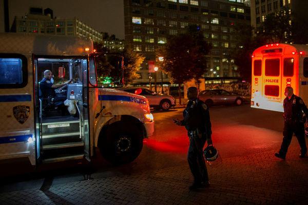 ABŞ-da komendant saatı zamanı insanlara atəş açıldı: yaralılar var