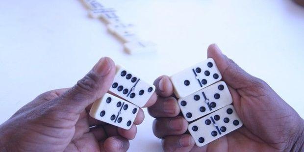 Bakıda yataqxananın damında domino oynayanlar cəzalandırılıb - FOTO