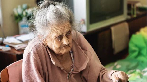 Britaniyada qorxunc mənzərə: Evlərdən yaşlı insanların çürümüş cəsədləri ta ...