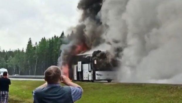40-a yaxın turisti daşıyan avtobus bir anda yandı - VİDEO