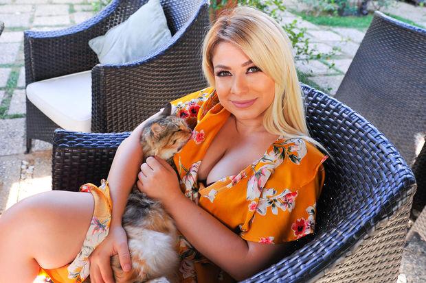 Baku TV karantin qaydalarını pozan Mələk Heydərovanı işdən uzaqlaşdırdı
