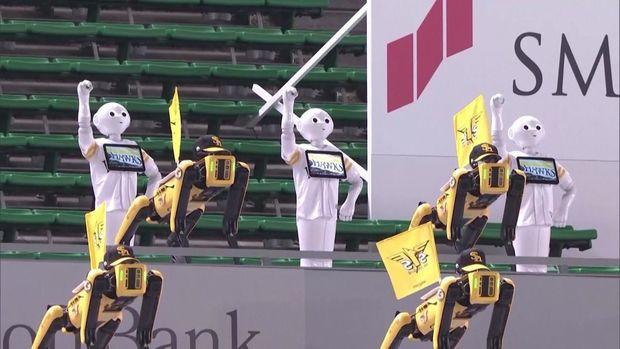 Matç zamanı robotların rəqsi azarkeşləri dəhşətə gətirdi - VİDEO