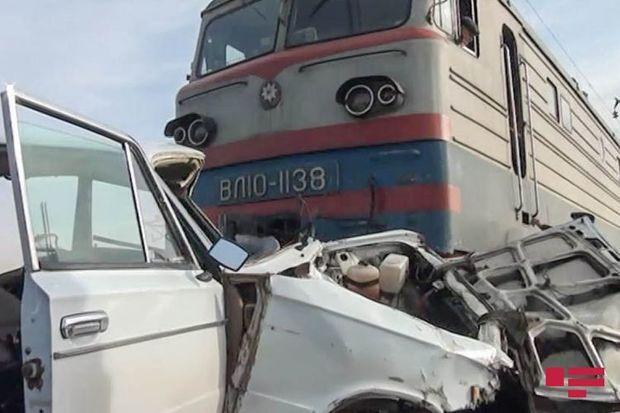 Saatlıda qatar avtomobili vurdu – üç nəfər yaralandı