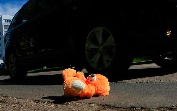 Bakıda yol kənarında dayanan azyaşlını avtomobil vurub