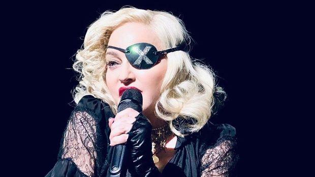 Madonna Rusiya hökumətinin onu cərimələdiyini açıqladı