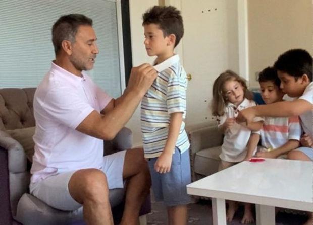 Türkiyəli müğənni bayram günü pul yerinə qızıl payladı - VİDEO