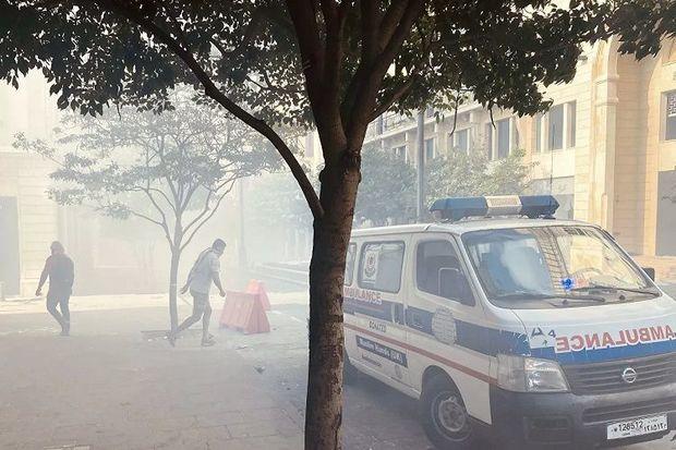 Beyrutda nümayişçilər daha bir nazirlik binasına girdilər, yaralıların sayı ...