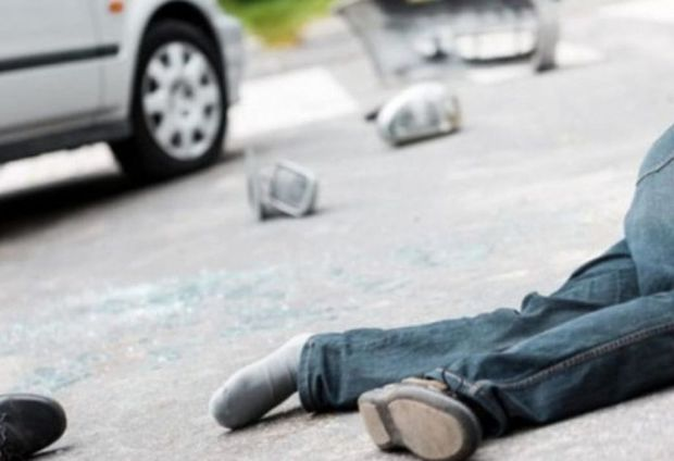 Biləsuvarda avtomobil 24 yaşlı piyadanı vurub
