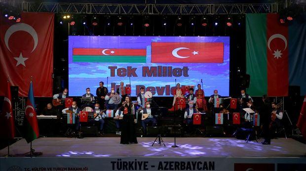 Azərin Türkiyədə konsert verdi - VİDEO