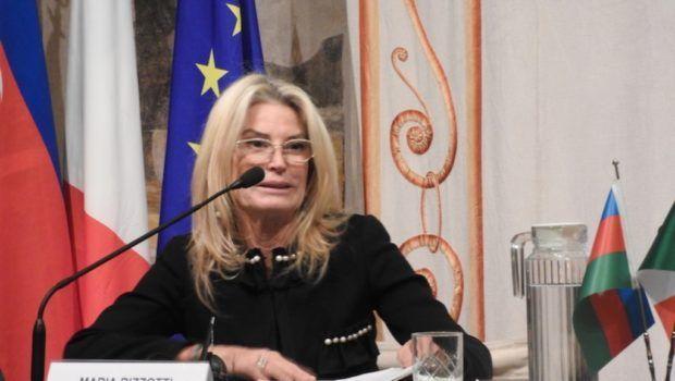 İtalyan senator Ermənistan ordusunun soyqırımı və müharibə cinayətlərini pi ...