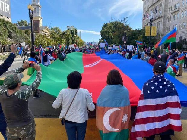 Ağ Evin qarşısında Azərbaycana dəstək aksiyası - FOTO