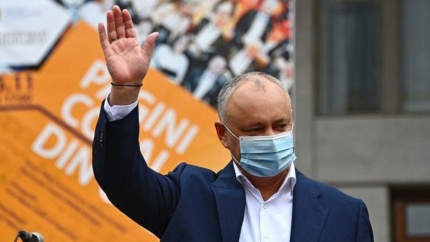 Dodon Moldovadakı prezident seçkilərində səs verdi