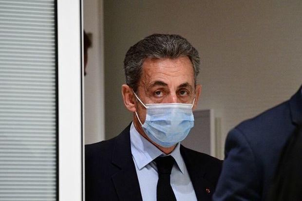 Fransada Sarkoziyə qarşı istintaq başlanıb