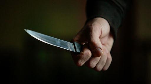 Masallıda ər iki dostu ilə birlikdə keçmiş arvadını bıçaqladı