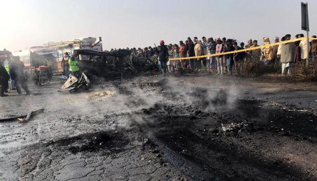 Pakistanda dəhşətli qəza: 27 sərnişin həlak oldu
