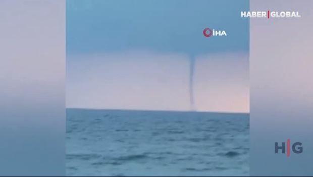 Qara dəniz üzərindəki hava burulğanı görənləri qorxutdu – VİDEO