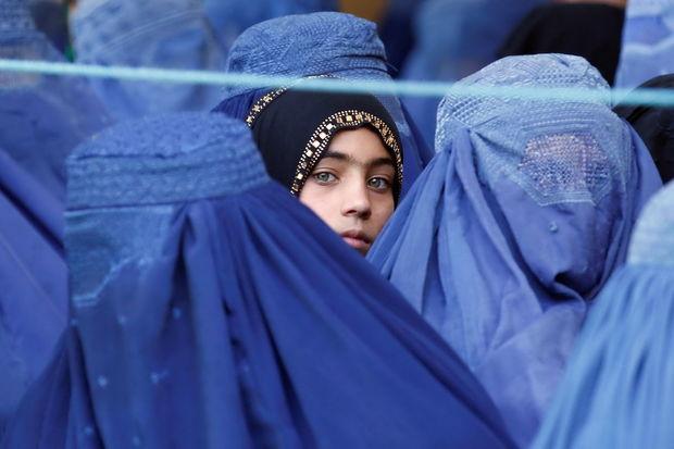 """""""Taliban"""" Əfqanıstanda qadınların işləmək qaydalarını açıqladı"""
